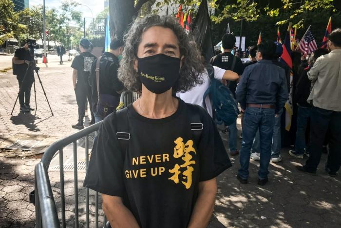 Николь Сара — участник митинга перед штаб-квартирой ООН
