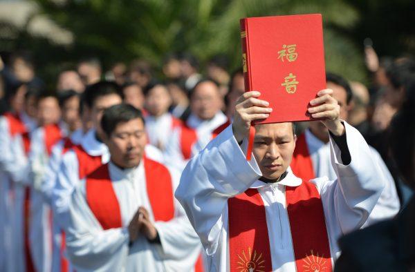 Похороны епископа Иосифа Фан, главы подпольной католической церкви в Шанхае