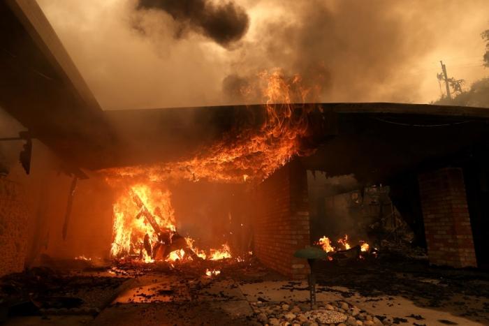 Пожар в доме в Санта-Розе