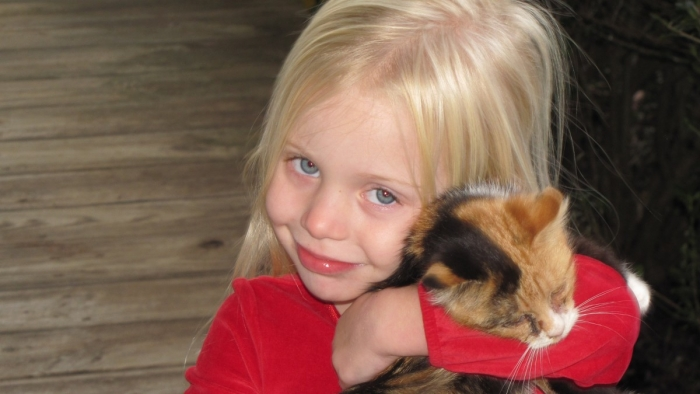 5-летняя девочка хотела убедиться, что с умершим котом всё в порядке, и отправила ему письмо на небеса. А кот прислал ей ответ!