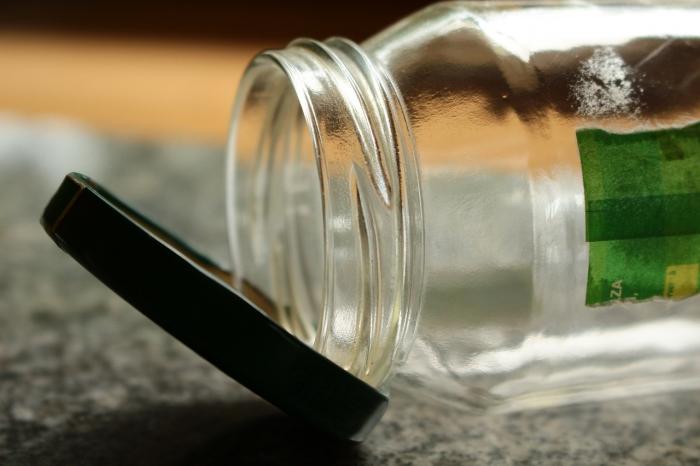 Мама воспитывает детей с помощью обычной стеклянной банки и советует родителям попробовать её метод