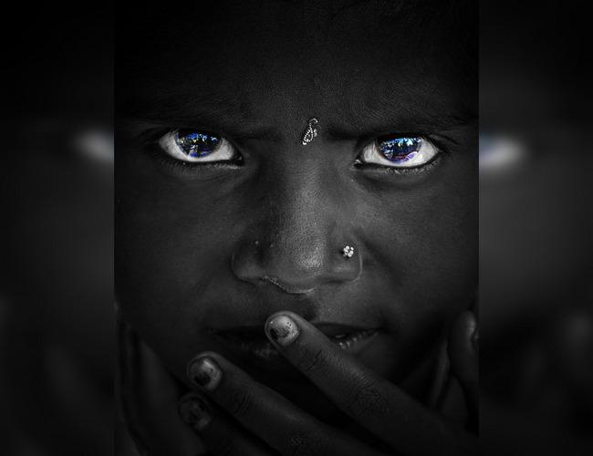 (Фото) Пронзительно-синие глаза представителей этого племени восхищают. Но причина такой аномалии — редкое заболевание