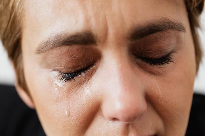 (Видео) Сын сбривает больной маме волосы. А потом совершает поступок, который доводит всех до слёз!