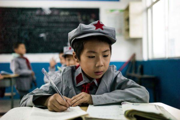 Учащиеся в классе «начальной школы Красной армии» в Китае
