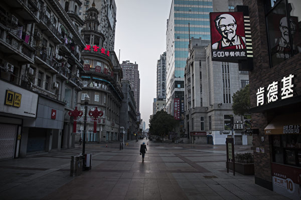 Опустевшая улица Уханя после закрытия города