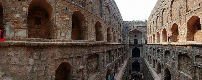 Индийские колодцы: Аграсен Ки Баоли, панорама