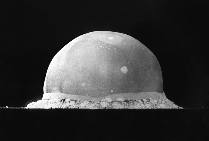 Взрыв «Штучки» через 0,016 секунды после детонации. Плазменный шар