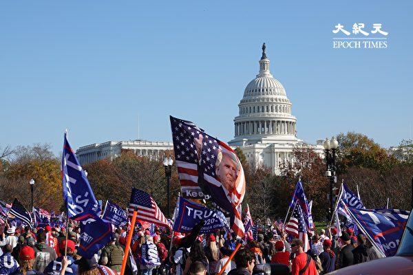 Сторонники президента Дональда Трампа участвуют в митинге и параде «Остановить кражу» в Вашингтоне, 14 декабря 2020 года