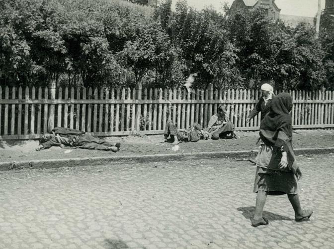Голодающие крестьяне на улице в Харькове, 1933 год