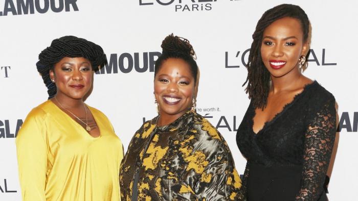 Слева направо: Опал Томети, Алисия Гарза и Патрисс Каллорс соучредили BlackLivesMatter на вручении награды «Женщина года» в Лос-Анджелесе