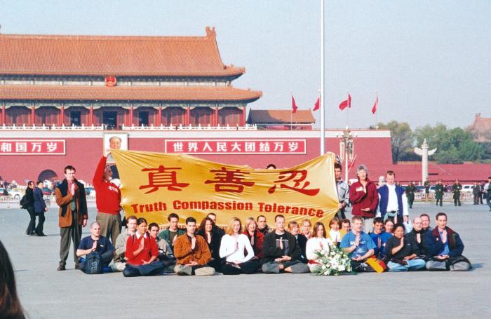 Кадр из фильма «Путешествие на Тяньаньмэнь»