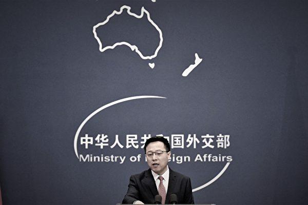 Официальный представитель министерства иностранных дел Китая Чжао Лицзянь выступает на ежедневном брифинге для СМИ в Пекине 8 апреля 2020 года