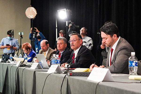 Юристы команды Трампа и законодатели штата Аризона провели публичные слушания по вопросам честности выборов в Фениксе, Аризона, 30 ноября 2020 года