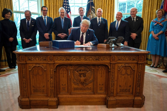 Пока продолжается битва за президентское кресло в США, советник Байдена и ведущий CNN посещают мероприятия китайской компартии