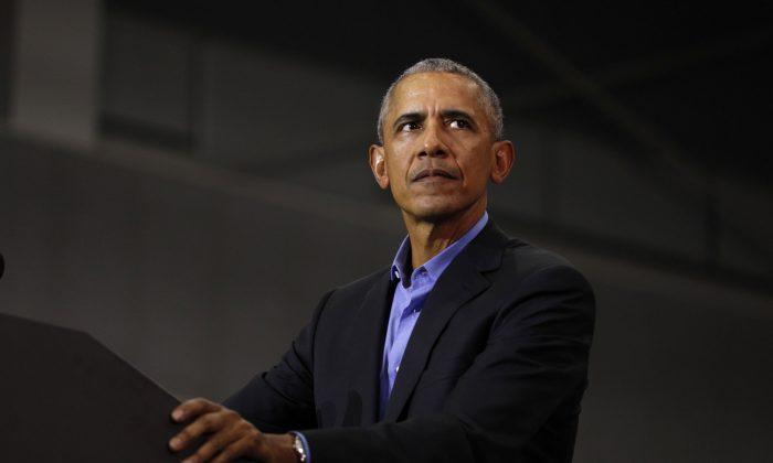 Бывший президент Барак Обама выступает на митинге в Детройте, штат Мичиган, 26 октября 2018 года