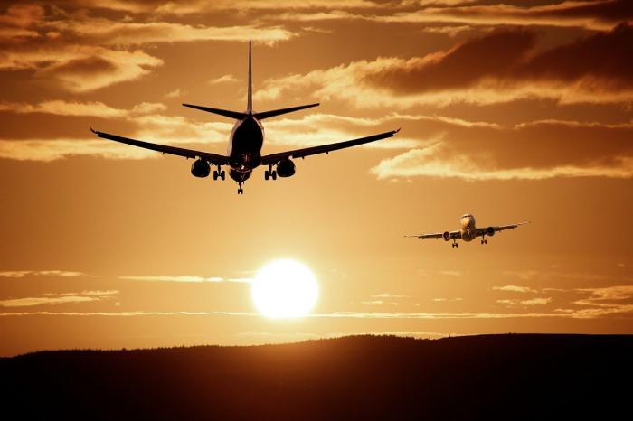 Самолёты на фоне заката