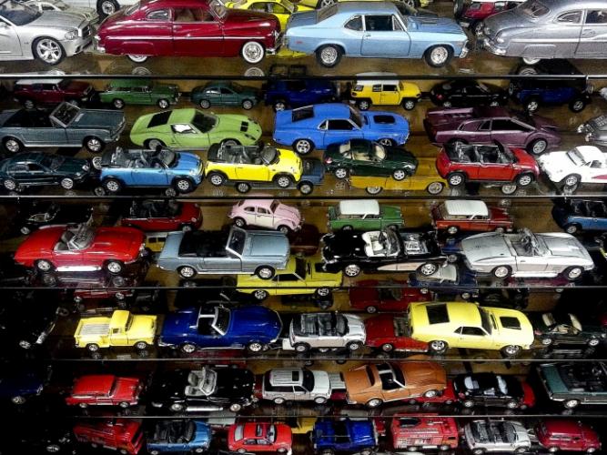Благодаря аутизму 12-летний обладатель игрушечного автопарка знает об автомобилях всё и даже помогает полиции!