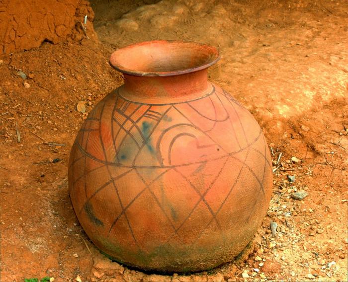 Глиняная ваза