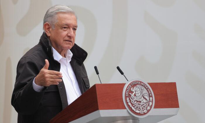 Президент Мексики Андрес Мануэль Лопес Обрадор выступает в Национальном дворце в Мехико, Мексика, 26 сентября 2020 года