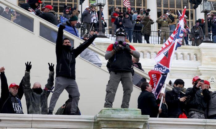 Протестующие собираются у Капитолия США в Вашингтоне, 6 января 2021 года