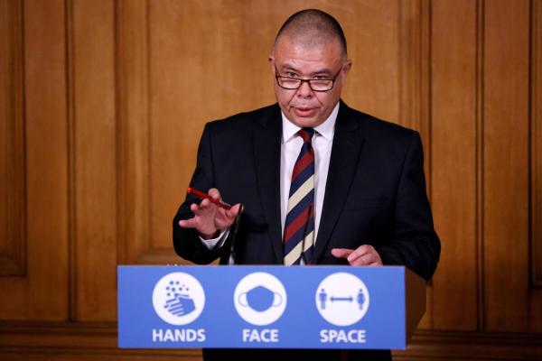 Джонатан Ван-Там, заместитель главного врача Англии, выступает на виртуальной пресс-конференции на Даунинг-стрит, 10, Лондон, Великобритания