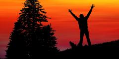 (Видео) Мужчина-дальтоник впервые увидел настоящие краски заката и едва сдержал слёзы