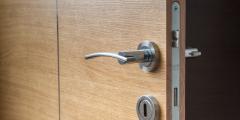 (Фото) Житель Норвегии всего лишь забыл запереть дверь офиса. Утром он его не узнал