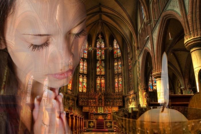 Образ молящейся женщины в Храме