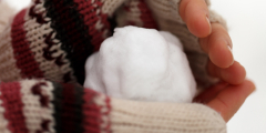 (Видео) Жители Краснодарского края удивились «нетающему», «химическому» снегу. В дело вмешались специалисты