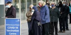 Вакцинированные люди могут по-прежнему распространять вирус COVID-19, заявил заместитель главврача Великобритании