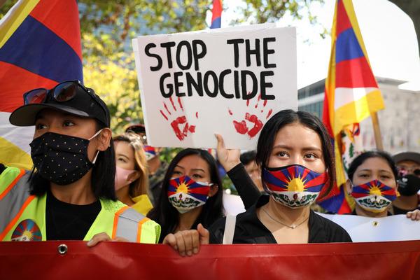 Тибетцы, уйгуры, казахи, гонконгцы, южные монголы, тайваньцы и китайские активисты на митинге в Нью-Йорке, 1 октября 2020 г. Samira Bouaou/The Epoch Times