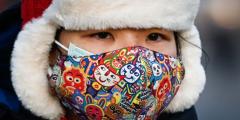 Китайские власти, которые мир обвиняет в распространении пандемии, повели экспертов ВОЗ на выставку достижений в борьбе с COVID-19