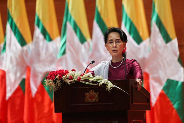 Государственный советник Мьянмы Аун Сан Су Чжи выступает с национальным посланием в Нейпьидо, Мьянма, 19 сентября 2017 года