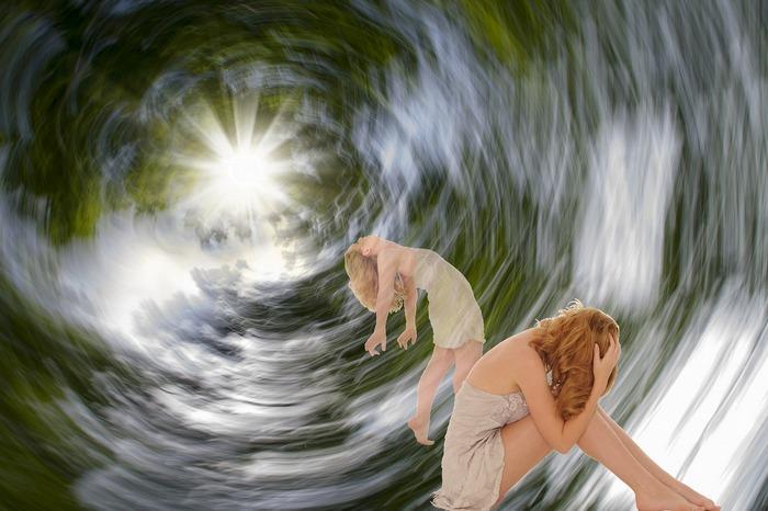 Девушка в туннеле