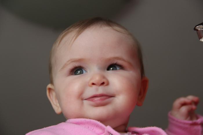 ребёнок с улыбкой