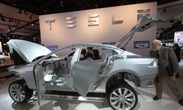 Компания Tesla попала под шквал критики в Китае после скандального инцидента на автосалоне