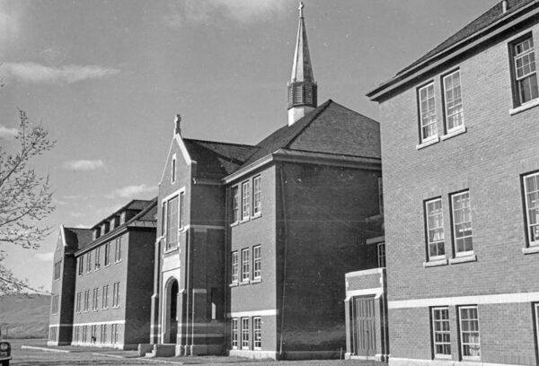 Главное административное здание школы-интерната для индейцев Камлупса, Британская Колумбия, Канада, примерно в 1970 г.