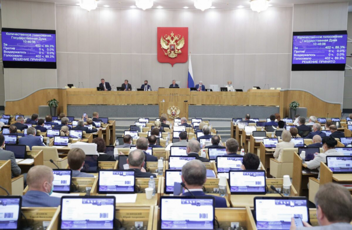 Депутаты на заседании Государственной Думы, нижней палаты российского парламента в Москве, Россия, 19 мая 2021 г.