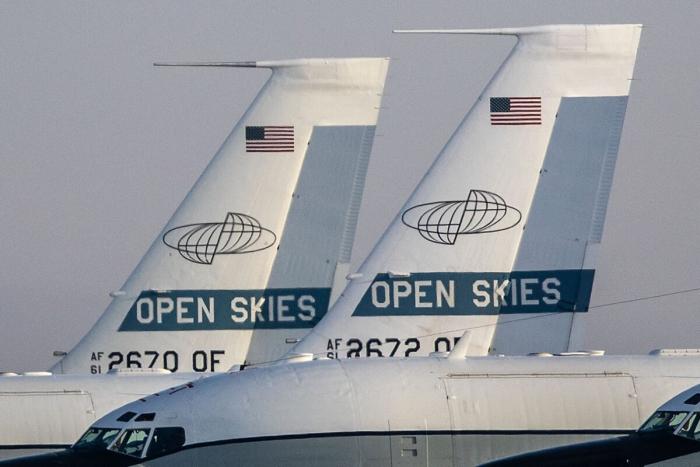 Два американских самолёта OC-135B на базе в Оффатте, 11 марта 2021 года в Линкольне, штат Небраска.