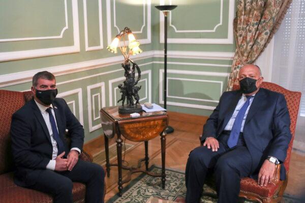 Министр иностранных дел Египта Самех Шукри встречается с министром иностранных дел Израиля Габи Ашкенази во дворце Тахрир в Каире, Египет, 30 мая 2021 г.