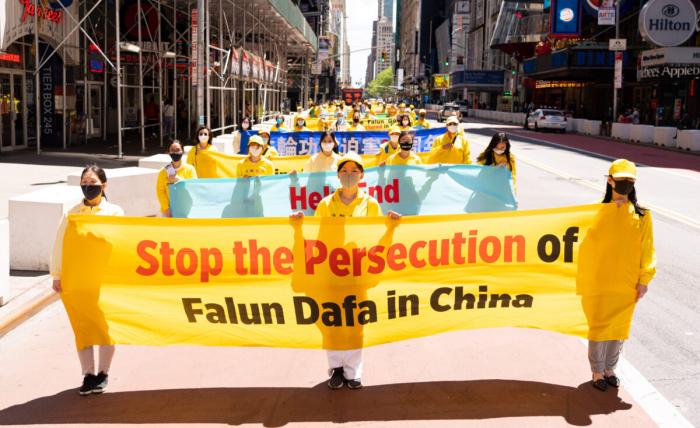 Твёрдость и стойкость: тысячи последователей Фалуньгун прошли маршем по Манхэттену