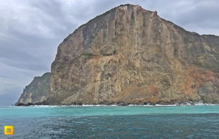 Потрясающие морские скалы у Черепашьей головы.