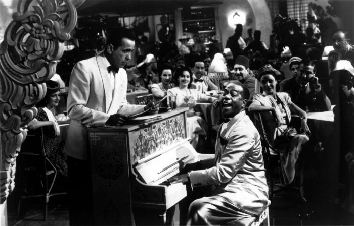 Рик (Хамфри Богарт, слева) и Сэм (Дули Уилсон) в «Касабланке».