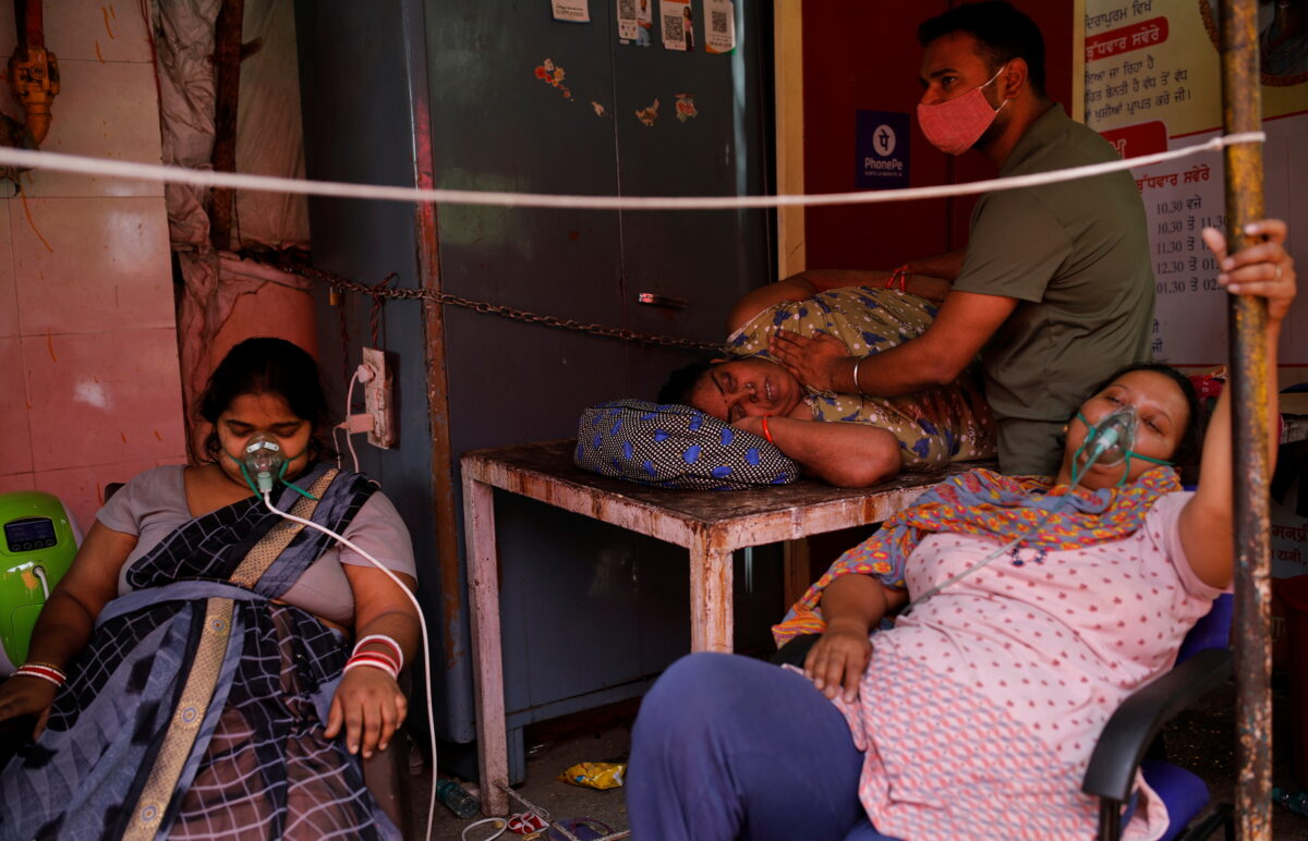 Ежедневное количество заболевших COVID-19 в Индии превысило 400`000