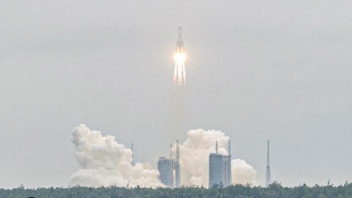 Фрагмент китайской ракеты развалился над Индийским океаном