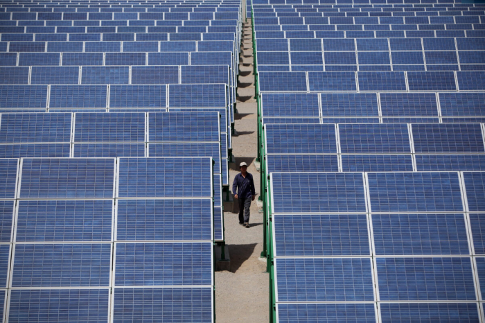 Солнечные панели в Дуньхуане северо-западной китайской провинции Ганьсу, 21 июля 2010 года.