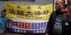 Последователи Фалуньгун Гонконга требуют извинений за пропекинскую пропаганду
