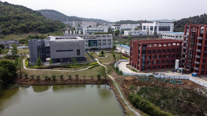 Лаборатория P4 (слева) в Уханьском институте вирусологии, Китай, 17 апреля 2020 года.