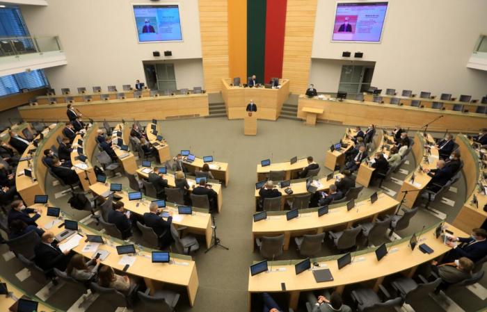 Лидер Союза Родины Литвы и литовских христианских демократов Ингрида Шимоните выступает с речью в парламенте в Вильнюсе, Литва, 24 ноября 2020 г.