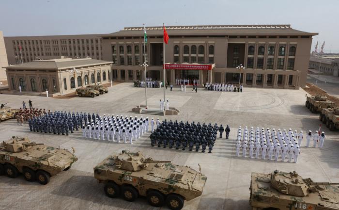 ФОТО. Части НОАК на церемонии открытия новой китайской военной базы в Джибути 1 августа 2017 года.